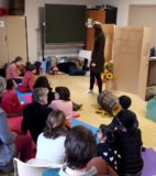 Hand theatre (12)