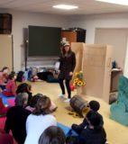 Hand theatre (7)