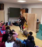 Hand theatre (8)