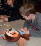 Atelier du 3 février-4-Jeux-table2-Elliot et la poupée-Laura