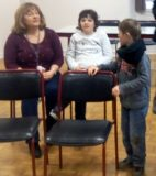 Atelier du 3 février-3-Accueil-Elliot échange avec la maman de Chloé et Chloé-5